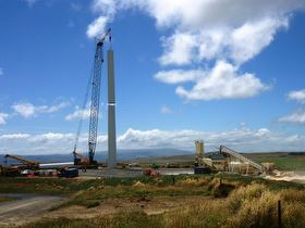 Tower being lifted at Mahinerangi wind farm